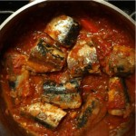 sardine_in_hete_tomatensause_surinaams-koken
